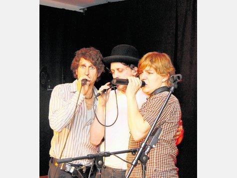 Sie würden auch als Mitglieder einer Boygroup durchgehen: (von links) Stefan Bär, Phillip Lingg und Andreas Broger von HMBC. Foto binder