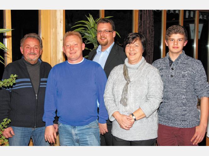Die neue Vorstandschaft der Ritterschaft mit (von links) Walter Hartlmaier, Mario Heyden, Stefan Zecho, Marlies Heyden und Michael Kleiner. Foto ng