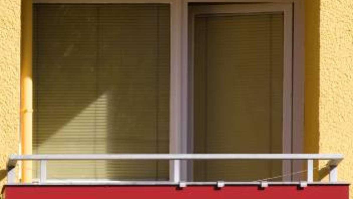 balkon nutzt ein mieter den balkon als lagerfl che f hlen sich die nachbarn nicht selten von. Black Bedroom Furniture Sets. Home Design Ideas