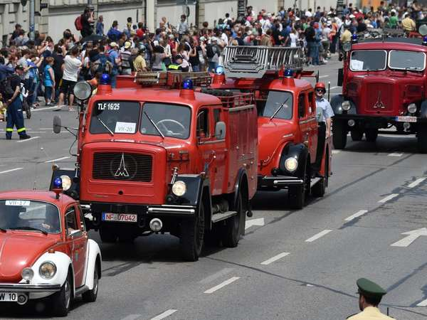 Parade in Rot