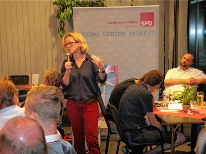 Natascha Kohnen machte klar: Die Energiewende ist nur gemeinsam zu schaffen. Sie sagte aber auch, dass am neuen EEG noch Einiges zu korrigieren sei. reu