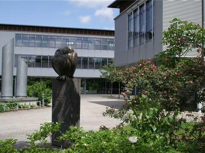 Das Gymnasium Waldkraiburg könnte bei der aktuell niedrigen Schülerzahl keine Parallelführung von G8 und G9 anbieten.