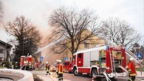 War es Brandstiftung? Ehemaliges Hotel in Flammen
