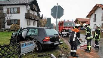 Guten Morgen Auto Kracht Durch Gartenzaun Landkreis