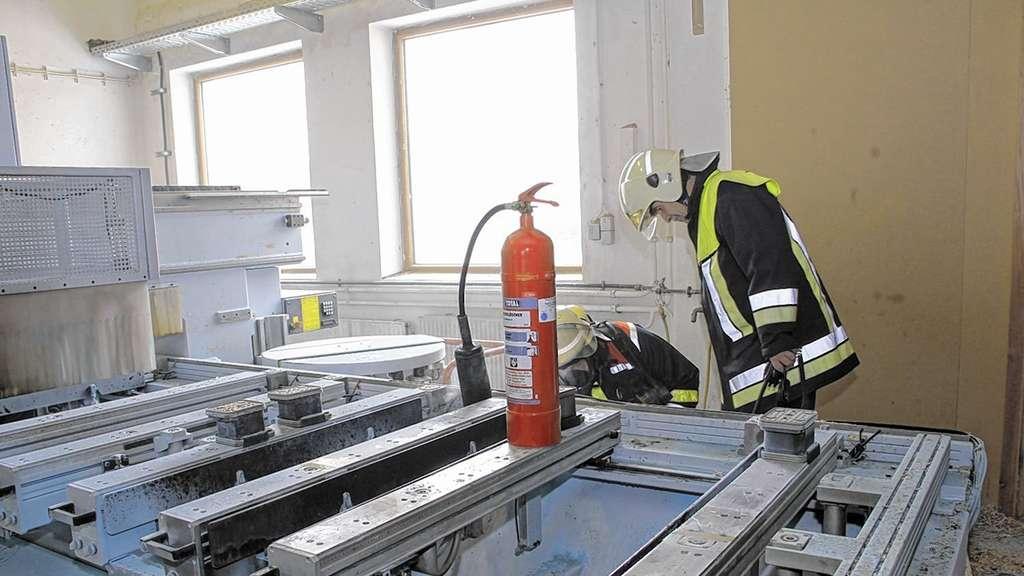 Brand In Schreinerei Drei Mitarbeiter Erleiden Rauchvergiftung Bei