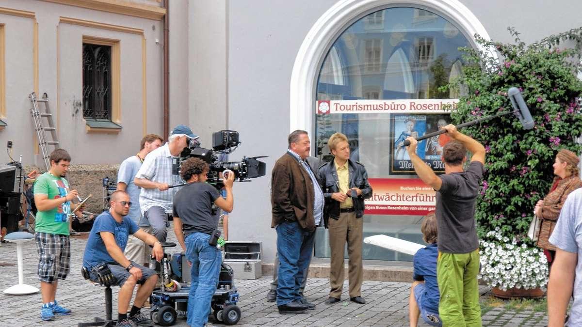 Rosenheim Cops drehen auf dem Ludwigsplatz   Rosenheim Stadt