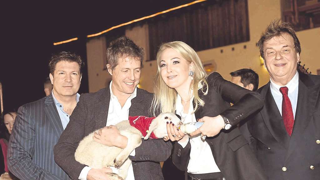 Lammfromm: (v.l.) Francis Fulton-Smith, Hugh Grant, Kathrin Glock und Michael Aufhauser.