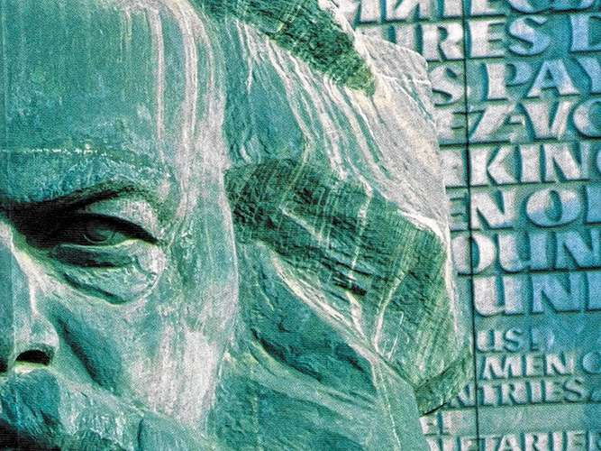 Karl Marx zeigt die Titelseite des Buches von Max Brym. Wer sonst käme dafür in Frage? Foto SMP Verlag