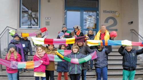 "Legales ""Urban Knitting"" an der Schule Westerndorf St. Peter"