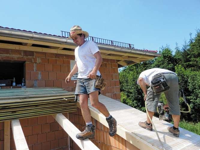 Stenger Holzbau gut behütet gegen die hitze waldkraiburg