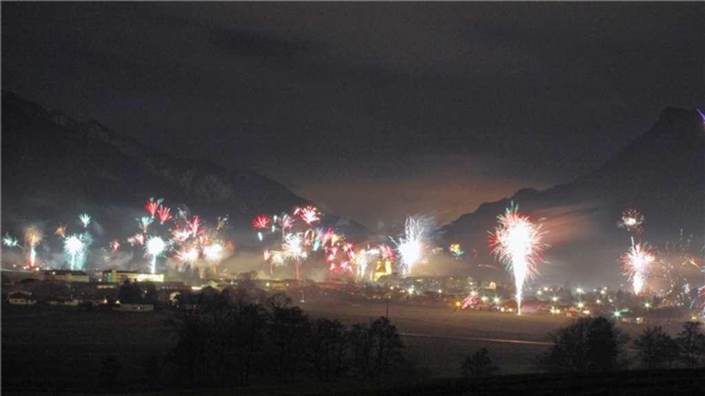 Neues Jahr mit Schall und Rauch begrüßt | Rosenheim
