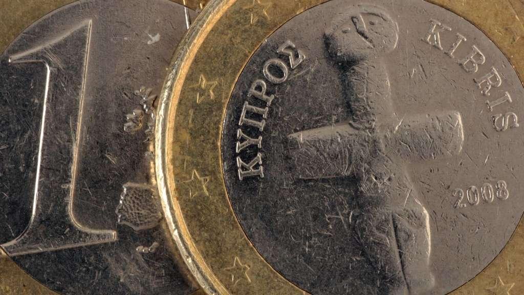 Zypern Faltet Den Rettungsschirm Zu Wirtschaft