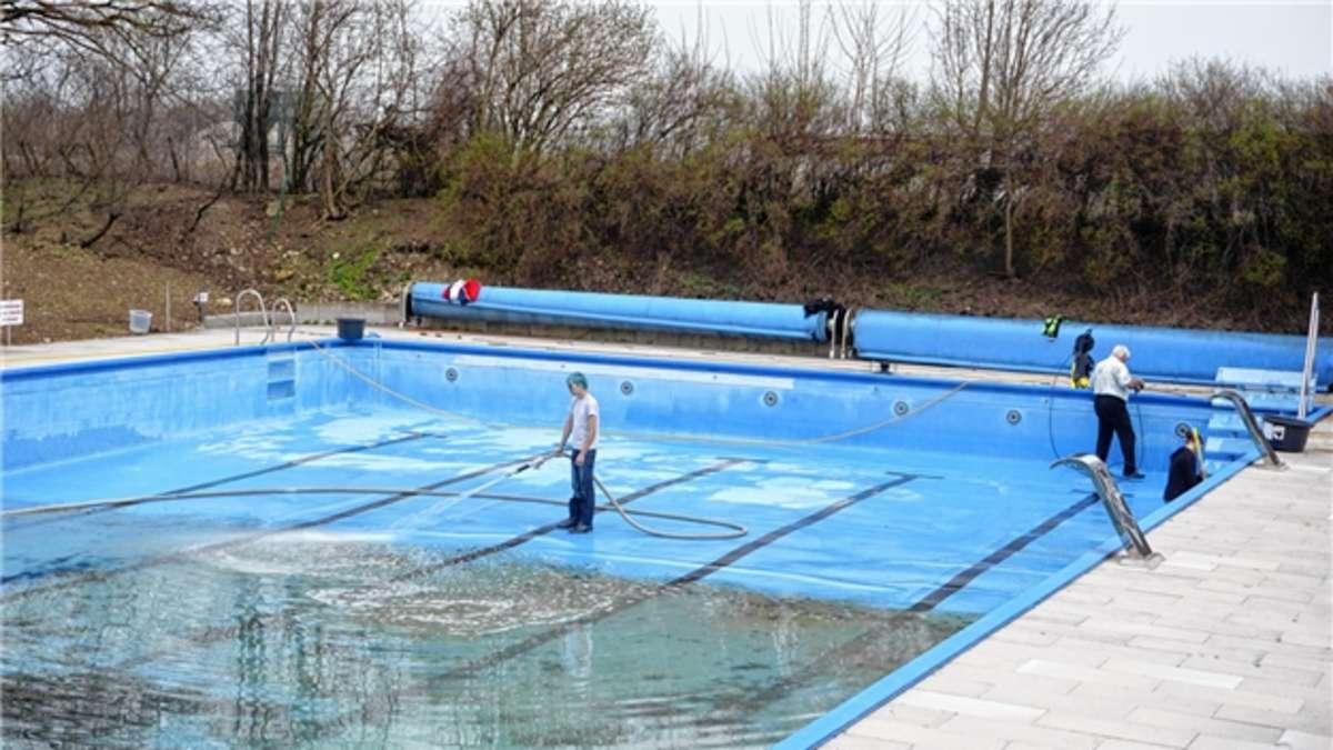Schwimmbad Bruckmühl: Morgen Saisonstart – Vorbereitungen