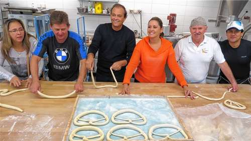 Brasilianische Biker backen Brezen