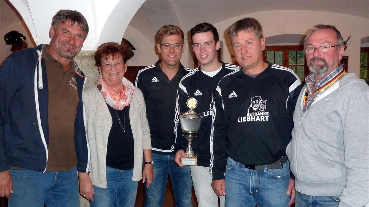Fußballer siegen mit dem Hufeisen | Neumarkt-St. Veit
