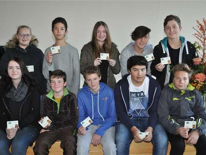Zehn Sanitäter in der Schule | Chiemgau | {Schulsanitäter ausweis 86}
