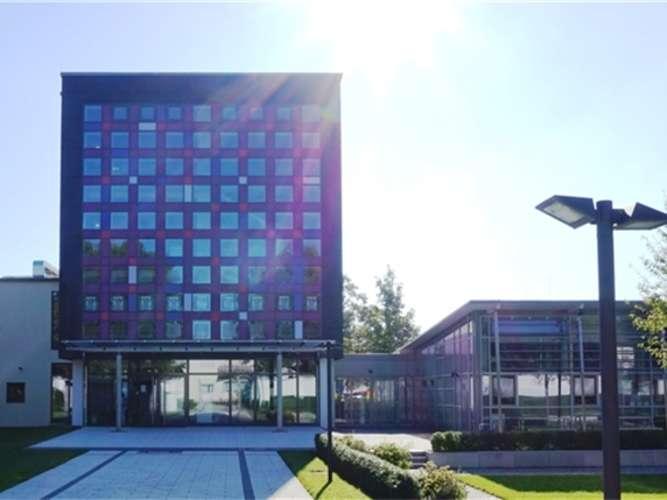 Sollte das G9 kommen, dann wären neue Räumlichkeiten am Ruperti-Gymnasium in Mühldorf erforderlich. sb