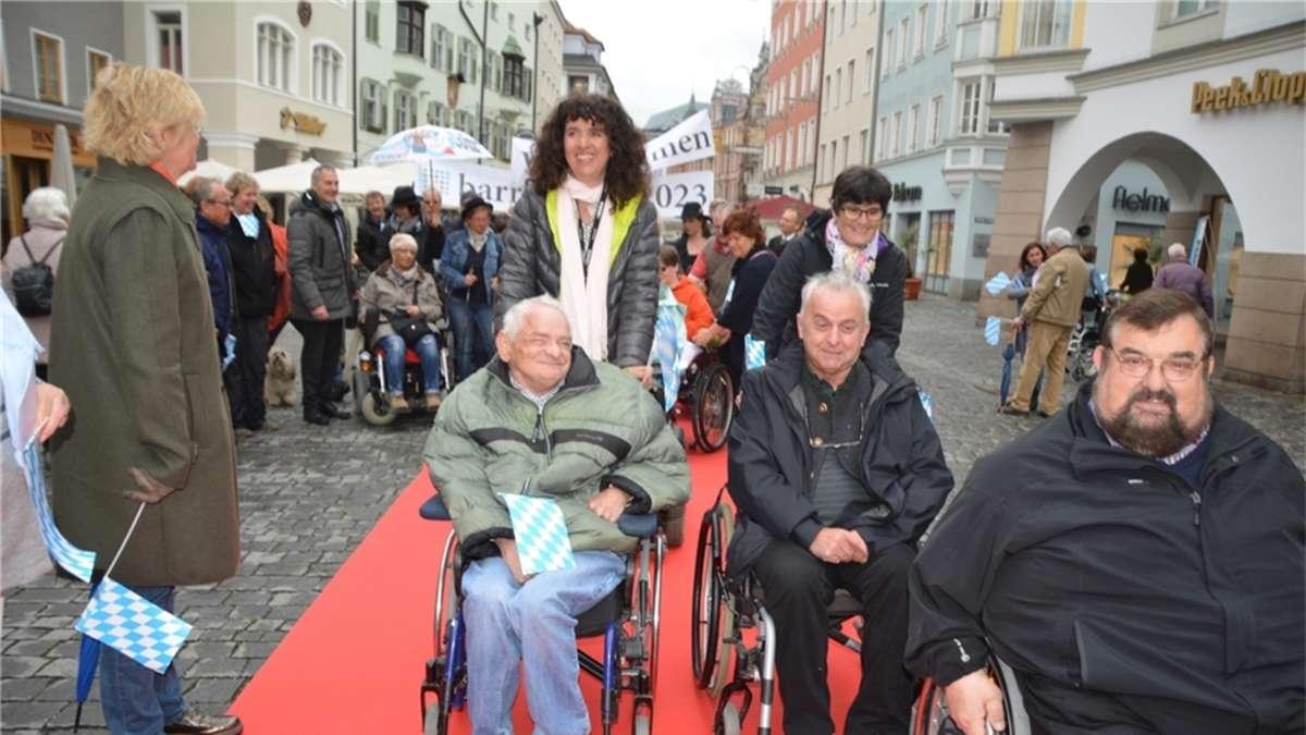 Über roten Teppich gerollt  Rosenheim Stadt