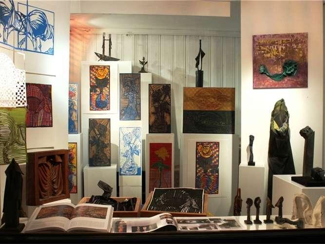 zwei k nstler im atelierfenster im dialog kultur in. Black Bedroom Furniture Sets. Home Design Ideas