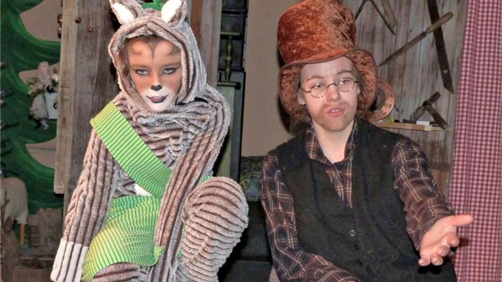 Gemeinsam fiebern Pettersson (Emely Walch) und Kater Findus (Colleen Landmann) dem Weihnachtsfest entgegen, vor dem aber freilich noch einiges zu erledigen ist. Auch die wundersamen Dinge, die immer wieder passieren, verkürzen die Wartezeit bis Heiligabend. mmü