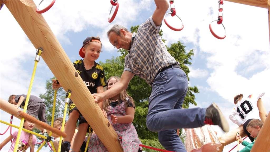 Klettergerüst Groß : Kindergarten nimmt neues klettergerüst in betrieb