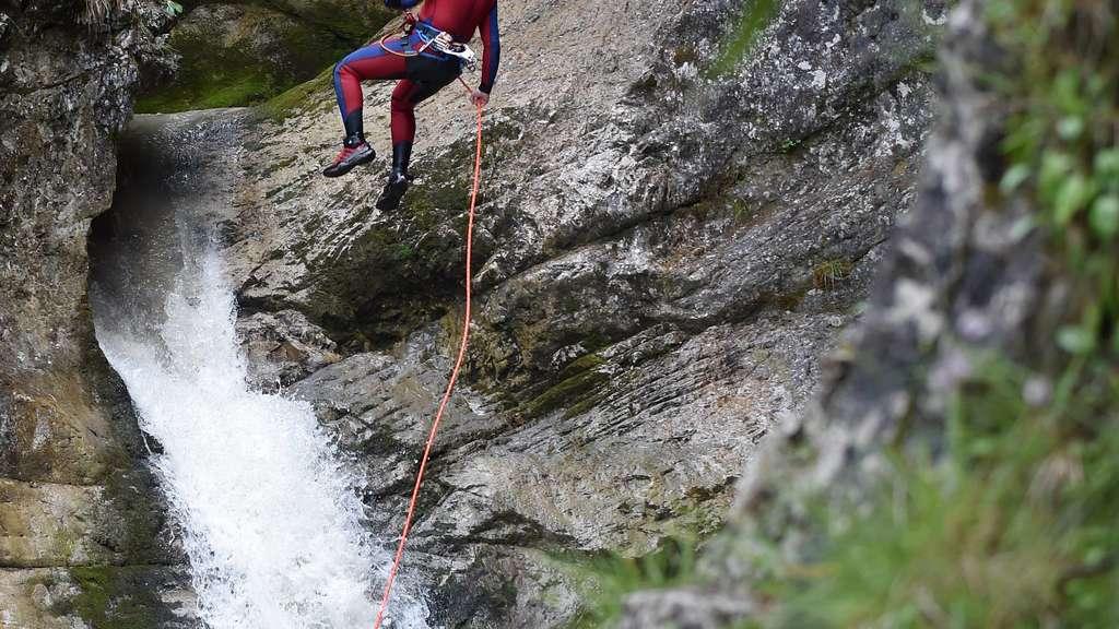 Klettergurt Canyoning : Retter in neoprenanzügen bayern