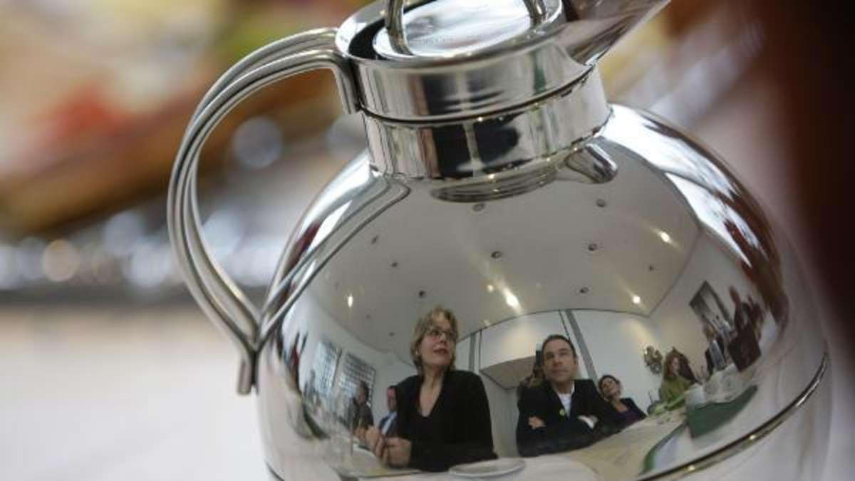 kaffeekanne reinigen die besten hausmittel gegen fiese ablagerungen wohnen. Black Bedroom Furniture Sets. Home Design Ideas