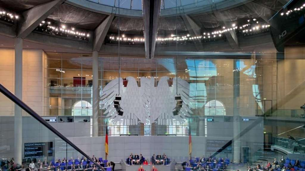 Blick in den Bundestag in Berlin. Foto: Kay Nietfeld