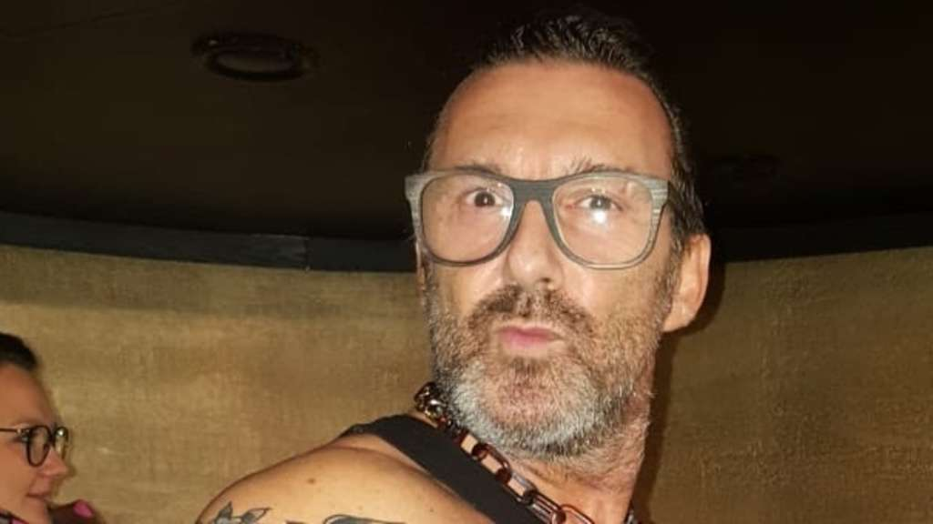"""Gastronom Enzo i in seiner Traumrolle: als Biker. Der Wasserburger Gastronom spielt im Film """"Hannes"""" mit und hat hier auch sein Lokal als Drehort bereitgestellt. re"""