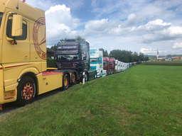 La cola de camiones fúnebre de Andreas Schubert