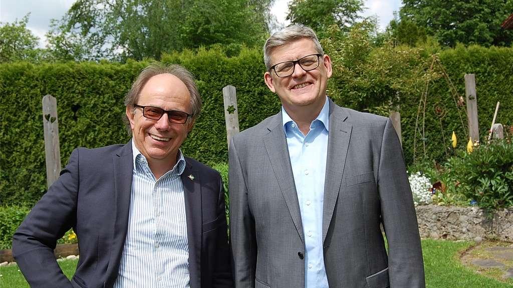 Sind im Altlandkreis Wasserburg die Experten in Sachen Gemeinwohlökonomie: Werner Furtner (links) und Albert Bernstetter.